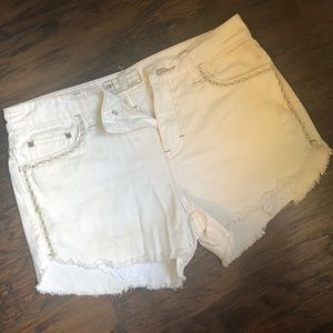 Free People White Cut Off Shorts ❤️